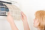Почиствайте редовно филтрите на климатиците