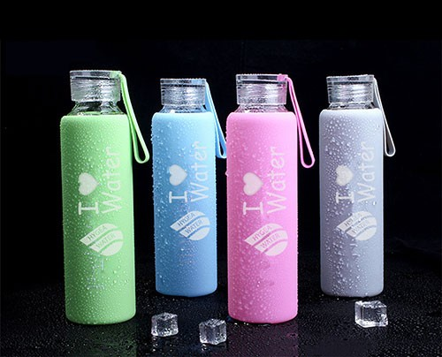 Изберете между 4 красиви и актуални цвята вашата бутилка Hygea Water