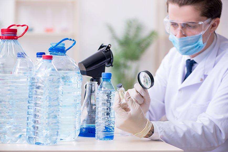 Доколко е полезна минералната вода в пластмасови бутилки